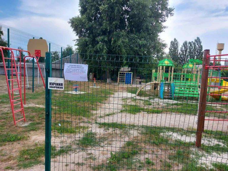 При виявленні пошкодженого дитячого чи спортивного обладнання на майданчику прохання звертатись до Гірської сільської ради