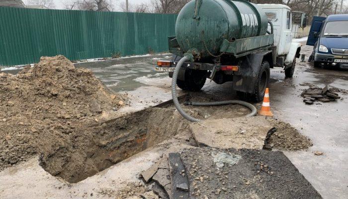 Порив водопроводу на вул. Жовтнева